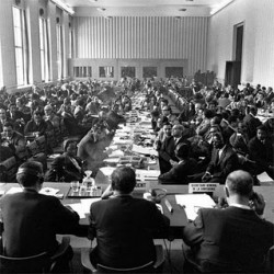 La conférence de Bandung (Indonésie), en 1955, impulse la création du tiers monde