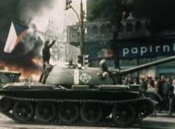 Les troupes du Pacte de Varsovie mettant fin au Printemps de Prague le 21 août 1968