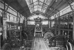 La salle des machines électriques françaises à l'Exposition universelle de 1900 à Paris