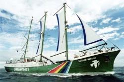 Le Rainbow Warrior, coulé par la DGSE pour l'empêcher de pertuber des essais nucléaires français