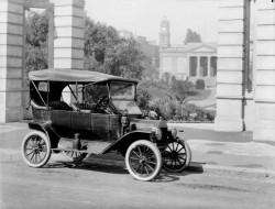 La légendaire Ford T, symbôle du changement de système technique et de la prospérité à la Belle Epoque.