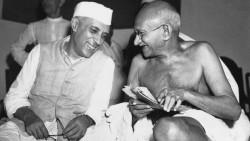 Nehru (à gauche) et Gandhi (à droite)