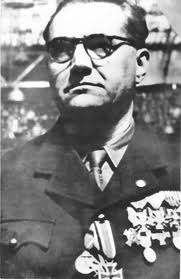 Jacques Doriot, grande figure de la collaboration après le relatif échec de son Parti Populaire Français, seul véritable parti fasciste d'importance ayant vu le jour en France.