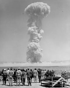 L'explosion de Trinity à Alamogordo (Nouveau-Mexique), le premier essai nucléaire de l'histoire