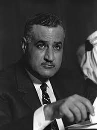 D'abord impuissant face à l'offensive anglo-franco-israélienne, le Colonel Nasser a pu compter sur le soutien (in)direct des deux Grands