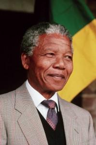 Nelson Mandela (1918-2013) : figure du pardon, de la volonté et de la réconciliation nationale sud-africaine.