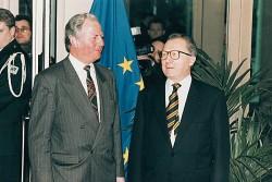 L'Acte Unique relance le processus européen et instaure définitivement l'Union économique européenne.
