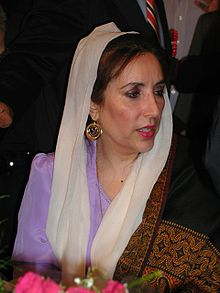 Benazir Bhutto, première femme à être élue à la tête d'un pays musulman
