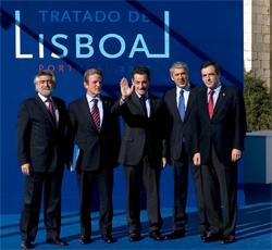 Le traité de Lisbonne relance le processus européen bloqué par le refus de la Constitution pour l'Europe en 2005.