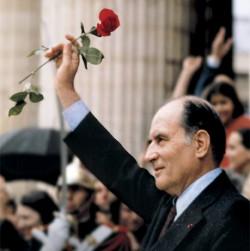 """François Mitterrand, """"la force tranquille"""", est le premier président socialiste de la Cinquième République"""