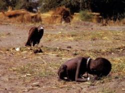 Photo prise le 11 mars 1993 au Soudan pour laquelle Kevin Carter a reçu le prix Pullitzer