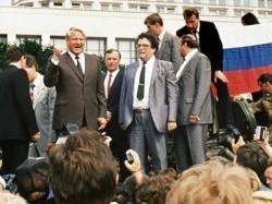 Boris Eltsine face au peuple russe, le 19 août 1991