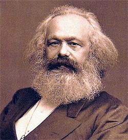 La pensée globale de Karl Marx sur les relations de pouvoir dans la société fut à la source de la réflexion marxiste en Relations Internationales.