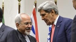 A gauche, Mohammad Javad Zarif, le ministre iranien des Affaires étrangères et à droite, John Kerry, le Secrétaire d'Etat américain