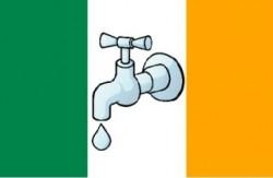 Les manifestants irlandais revendiquent un droit à l'eau et rejettent la réforme de privatisation de l'eau du gouvernement.