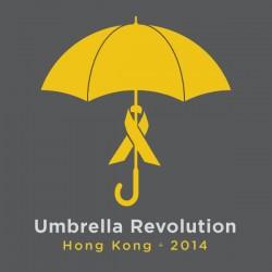 Le parapluie est devenu le symbole de la révolution démocratique à Hong-Kong suite à un affrontement entre forces de l'ordre et manifestants au cours duquel ces derniers se sont protégés des gaz lacrymogènes avec leurs parapluies.