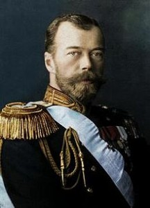 Nicolas II est le dernier tsar pour la Russie. Poursuivant les rêves de modernisation économique de son père, il ne parvient pas à juguler l'agitation sociale et politique, qui s'aggrave au gré des déboires de la politique étrangère russe.