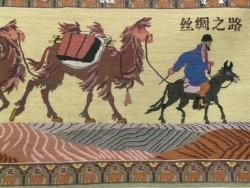 Une représentation de la route de la soie à l'époque où le trajet se faisait à dos d'équidés ou de camélidés