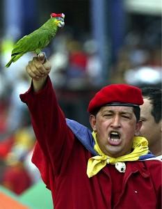 Hugo Chavez, premier à pourfendre les Etats-Unis... mais à lui vendre son pétrole, et symbole d'une recherche d'une indépendance latino-américaine impossible