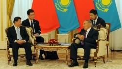 """Une rencontre entre Xi Jinping et Noursoultan Nazarbaïev, deux protagonistes de cette """"nouvelle route de la soie"""""""