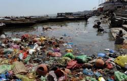 Photographie des eaux polluées du Gange.  Source: ch.matin.net