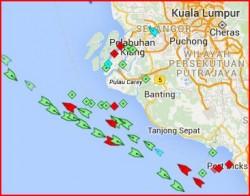 Le trafic maritime à proximité du Détroit de Malacca; Le système Automatic Identification System (AIS) est certes indispensable pour la navigation mais il peut être utilisé afin de se renseigner sur d'éventuelles cibles.