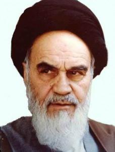 L'ayatollah Khomeini, portant le turban noir des descendants du prophète