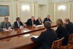 G.Larcher, des sénateurs et l'ambassadeur français, reçus par Vladimir Poutine, fin février.
