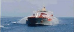 Ci-dessus : exemple d'un moyen de sécurisation d'un navire à l'aide de canons à eau empêchant l'abordage. Source : Piracy and armed robbery against ships in waters off the coast of Somalia - Best Management Practices for Protection against Somalia Based Piracy, International Maritime Organization