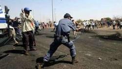 Les émeutes xénophobes de Soweto de septembre 2007 avaient débutés quand un commerçant d'origine étrangère avait abattu un jeune qui dévalisait sa boutique.