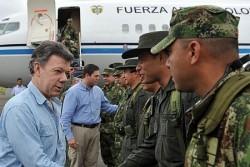 Le Président Santos en compagnie des forces militaires colombiennes
