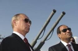 Refuser de vendre un navire à la Russie mais vendre des avions de guerre à l'Egypte : la France, comme toutes les grandes puissances, nous propose parfois des choix diplomatiques peu logiques...