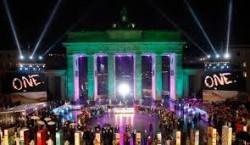 La Porte de Brandebourg illuminée pour la célébration des 20 ans de la Réunification.