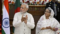 Narendra Modi et Sheik Hasina lors de la signature de l'accord frontalier entre l'Inde et le Bangladesh
