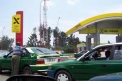 Les pénuries d'essence (ici au Congo) sont fréquentes sur le continent, y compris dans les pays producteurs d'or noir...