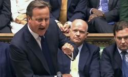 David Cameron en août 2013 au moment du débat sur une possible intervention britannique en Syrie. En plus de difficultés militaires et géopolitiques, Cameron doit aussi faire face à une opposition britannique comme le SNP, le parti indépendantiste écossais, actuellement fortement opposé à sa politique.