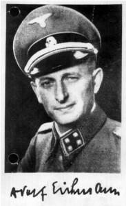Adolf Eichmann en uniforme nazi