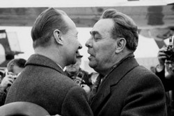 Léonid Brejnev et Alexandre Dubcek (de dos) : les relations entre les deux hommes se sont progressivement détériorées. La rupture se produisit en août 1968.
