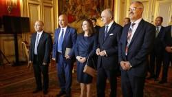 Les représentants de chaque organisme du Quartet du Dialogue National avec le Ministre des Affaires étrangères français, Laurent Fabius, le 16 octobre 2015.
