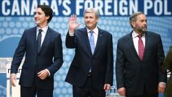 Justin Trudeau (Parti Libéral), le Premier Minisitre Stephen Harper (Parti Conservateur) et Thomas Muclair (Nouveau Parti Démocratique) lors d'un débat sur la politique étrangère canadienne