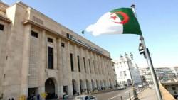 La troisième révision de la Constitution, adoptée le 7 février dernier, soulève de nombreuses questions au sein de la société algérienne.