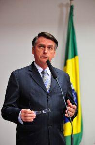 Jair Bolsonario, député controversé mais populaire, fer de lance d'un Brésil conservateur tançant le PT.