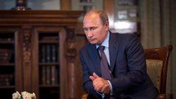 le-president-russe-vladimir-poutine-au-palais-de-livadia-en-crimee-le-14-aout-2014_5016527