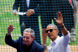 Pour symboliser le rapprochement de leurs pays, Barack Obama et Raul Castro ont assisté à un match de baseball le 22 mars 2016 à La Havane. (c) Rebecca Blackwell