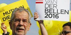 Le candidat du parti écologiste autrichien Alexander Van der Bellen est arrivé en tête des élections présidentielles à l'issue d'un scrutin très serré l'opposant au candidat d'extrême droite.