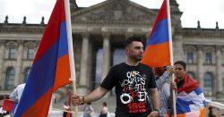 Le drapeau arménien a flotté devant le Bundestag le 2 juin 2016 ; jour de la reconnaissance du génocide arménien de 1915.