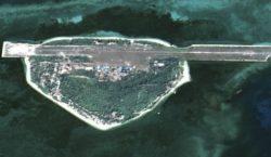 Le récif de Fiery Cross et sa piste d'atterrissage, l'un des enjeux de l'arbitrage rendu en défaveur de la Chine
