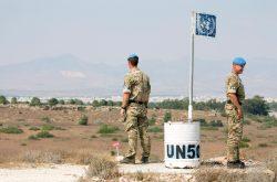 Depuis 1974, la partie grecque de l'île est séparée de la partie turque par une zone tampon démilitarisée