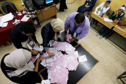 Dépouillement des bulletins dans un bureau de vote à Amman le 20 Septembre 2016