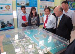 Yukiya Amano, directeur général de l'Agence internationale de l'énergie atomique, en visite au Vietnam en 2014 pour prendre connaissance du projet de la centrale nucléaire Ninh Thuan 1.